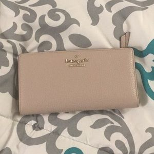 Crime/taupe Kate spade pebbles leather wallet